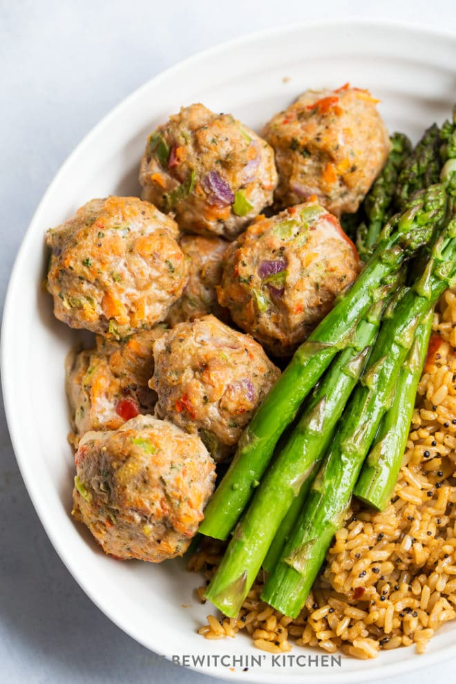 Healthy meatballs recipe - this recipe uses ground turkey and is paleo, whole30, and clean eating.