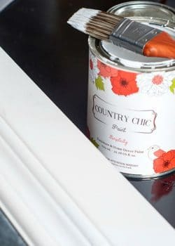 How to make a framed chalkboard with on a low budget. This DIY uses Country Chic Paint chalk based paint in Simplicity and natural beeswax. Easy chalk paint craft that pulls together any room | The Bewitchin' Kitchen