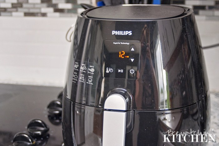 The Philips Airfryer is a must have for anyone who loves to cook, but wants to have healthy meals in rapid time. It's perfect for healthy weeknight meals! See how I created the perfect wings.