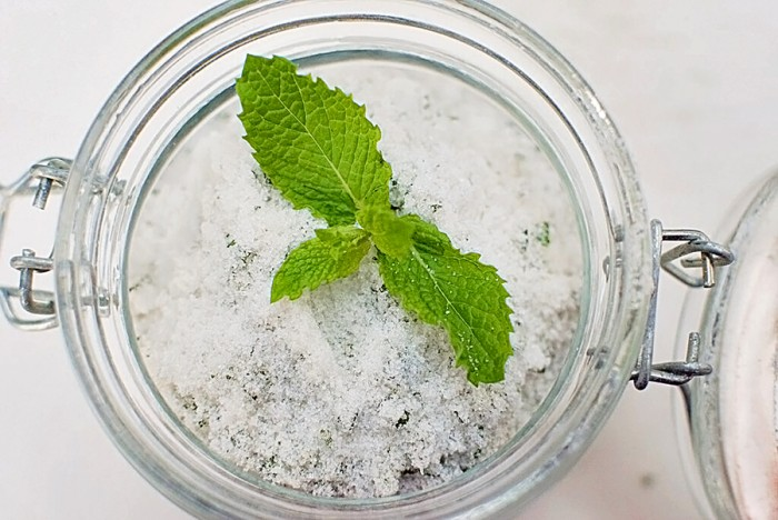 Minted Sugar recipe. Sprinkle on fruit for desserts, fruit salad, flavored whipped cream, sugar rimmed glasses for cocktails, tea and homemade iced tea recipes. | The Bewitchin' Kitchen