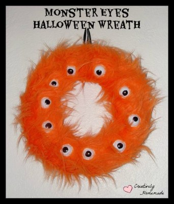 Halloween Wreath DIY featured on The Bewitchin' Kitchen's Monday Funday Linky party