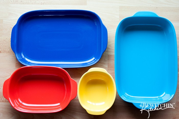 How perfect are these Corningware bakers? They're so colorful and would be awesome for mexican recipes or mexican parties. Cinco De Mayo anyone?