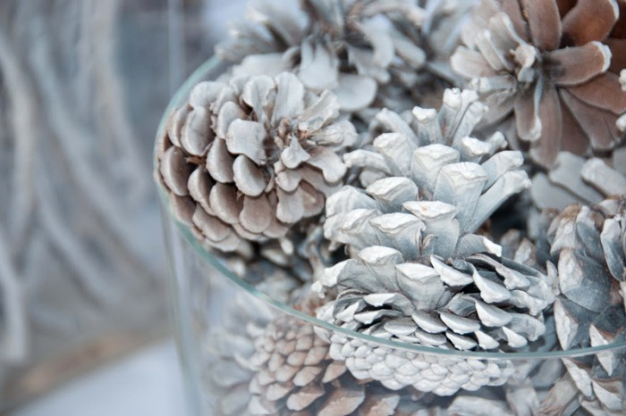 12 Enchanting DIY Christmas Decor Ideas: This looks so clean. I guess I shouldn't have been surprised that it's called a bleached tablescape.