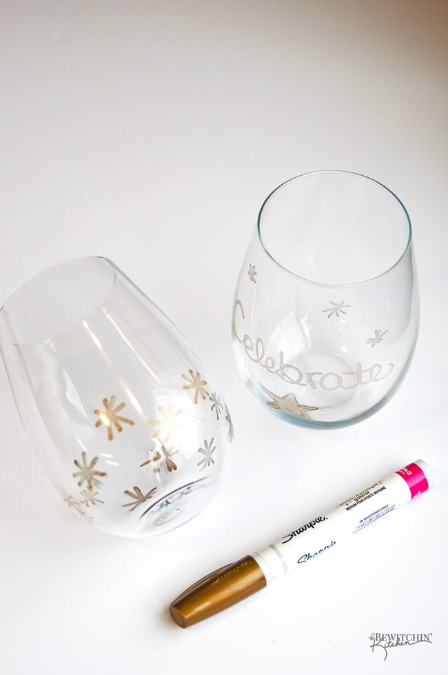 These DIY Gold Wine Glasses are a simple and easy craft. They make a great host or hostess gift and are perfect for sipping wine during the Christmas holidays and new years. | thebewitchinkitchen.com