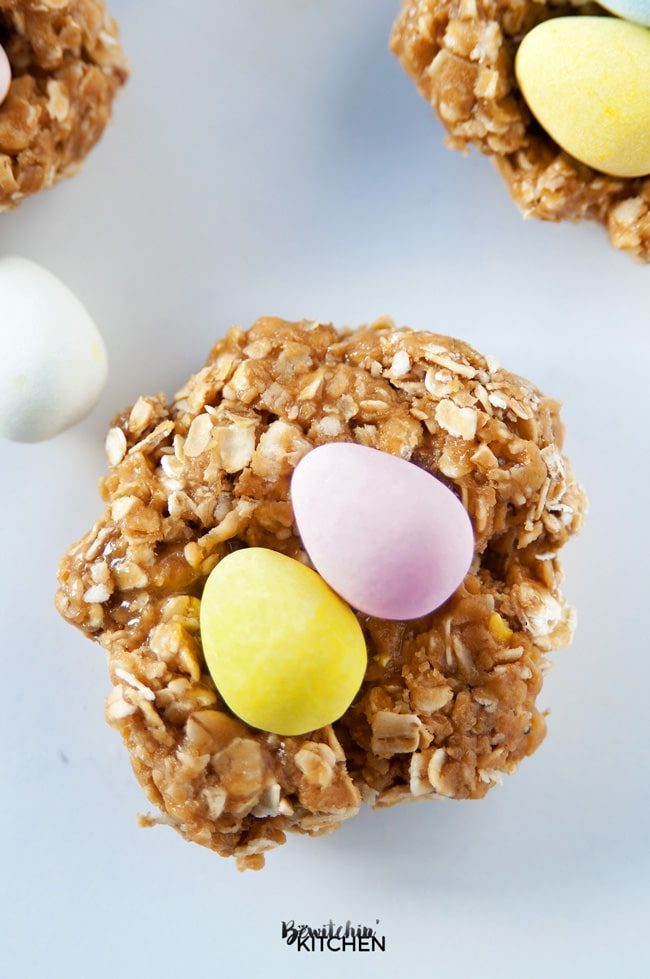 Nut Free Easter Nest Bites - this no bake dessert is such an easy recipe. Quick oats, brown rice syrup, candy coated chocolate eggs (Mini Eggs or Eggies) and sunflower seed butter. | thebewitchinkitchen.com