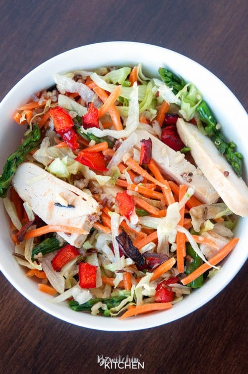 Spring Chicken Bowls with Honey Dijon Dressing - this healthy recipe makes the perfect lunch, snack or dinner. Loaded with roasted red pepper, grilled chicken breast, matchstick carrots, steamed asparagus, quinoa blend and topped with a healthy dressing. This recipe is 21 Day Fix approved. #chickendotca | thebewitchinkitchen.com