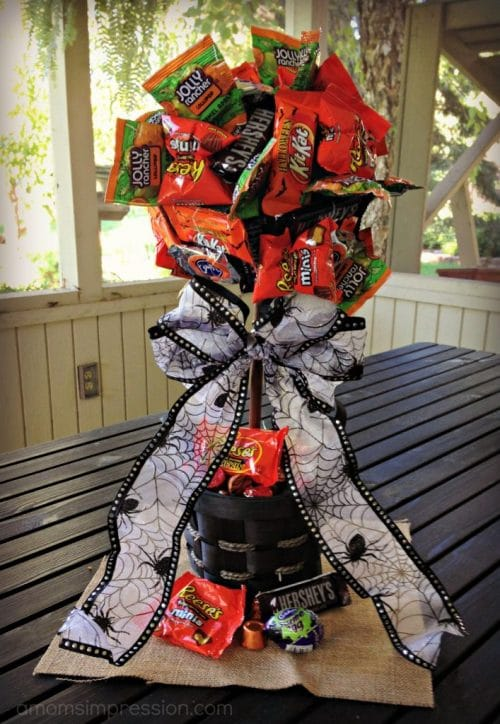 Easy Halloween DIY Candy Bouquets. Perfect craft project for kids.