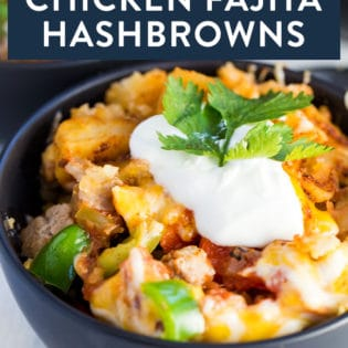 Crockpot Chicken Fajita Hashbrowns. A fun and flavourful Crockpot breakfast recipe with ground chicken, hashbrowns, green peppers, and fajita mix. Add this to your slowcooker recipes!