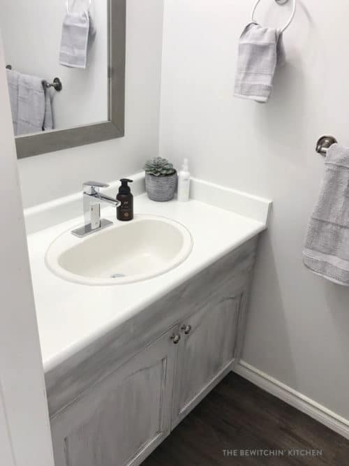 Bathroom renovation with Rustoleum Chalked Decorative Paint and Glaze